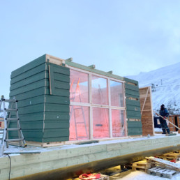 SvalBad sauna being build – Green panels from the demolished parts of Longyearbyen.